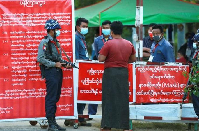 Bà Aung San Suu Kyi dính cáo buộc mới từ cảnh sát Myanmar - Ảnh 2.