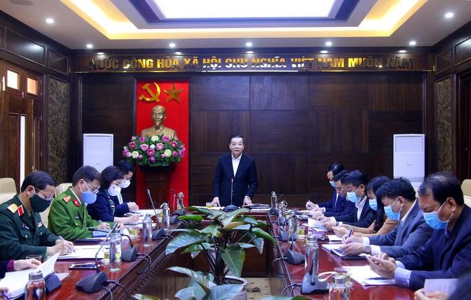 Chủ tịch Hà Nội Chu Ngọc Anh yêu cầu tăng cường xử lý vi phạm không đeo khẩu trang - Ảnh 1.