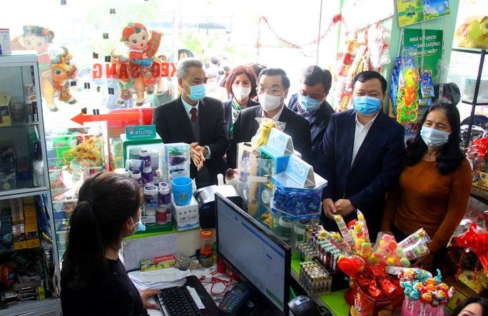 Chủ tịch Hà Nội Chu Ngọc Anh yêu cầu tăng cường xử lý vi phạm không đeo khẩu trang - Ảnh 2.