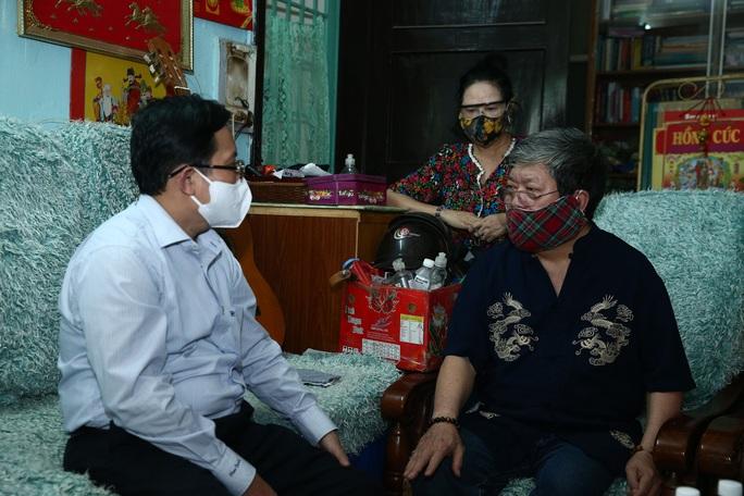 Mai Vàng nhân ái thăm nhạc sĩ Vũ Hoàng và NSND Lệ Thi - Ảnh 2.
