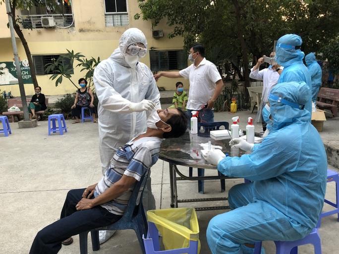 63 người từ Hải Dương, Quảng Ninh về TP HCM đang chờ kết quả xét nghiệm - Ảnh 1.