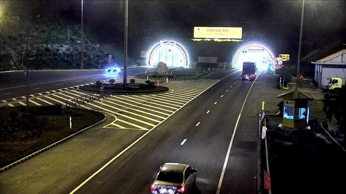 Hầm Hải Vân 2 mở cửa cho xe lưu thông - Ảnh 3.