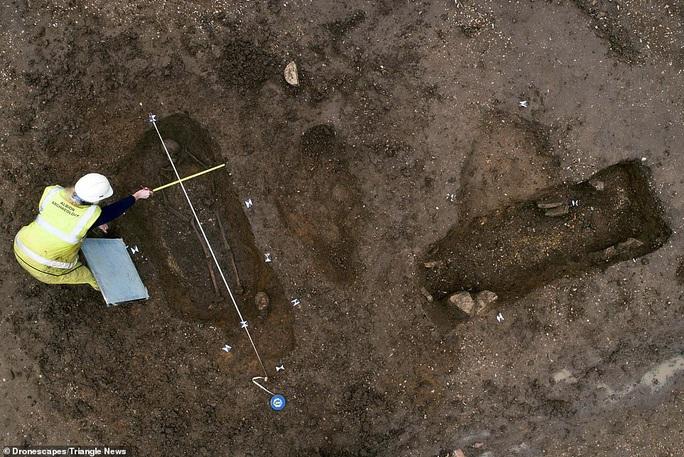 Xây ký túc xá, đào phải 60 mộ cổ 1.600 tuổi đầy báu vật - Ảnh 2.