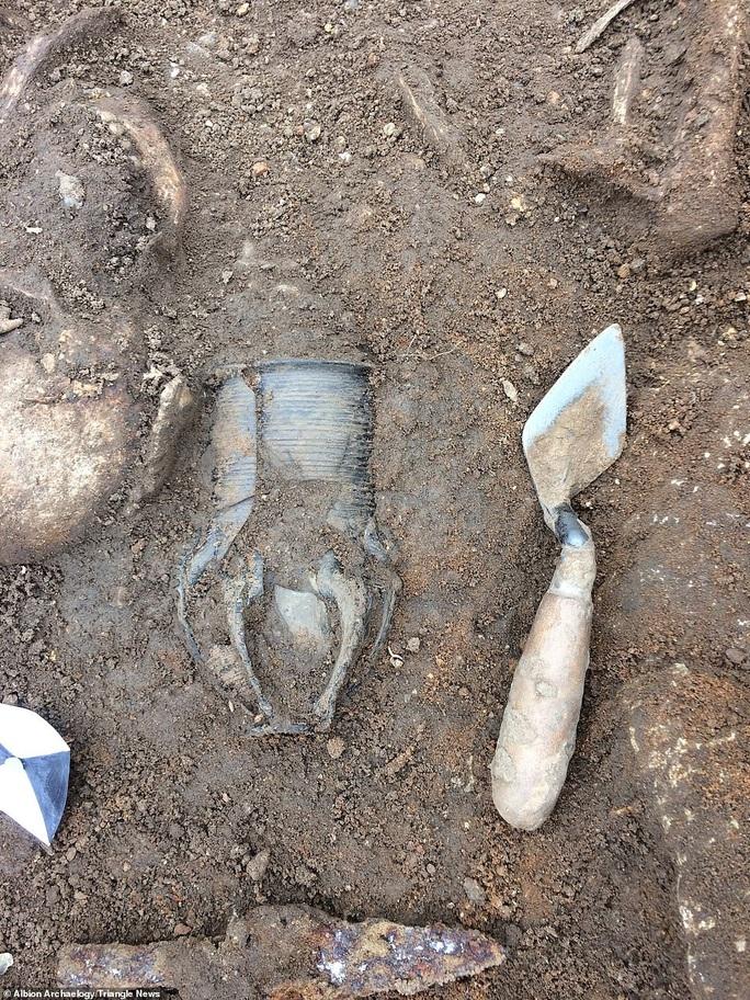 Xây ký túc xá, đào phải 60 mộ cổ 1.600 tuổi đầy báu vật - Ảnh 3.