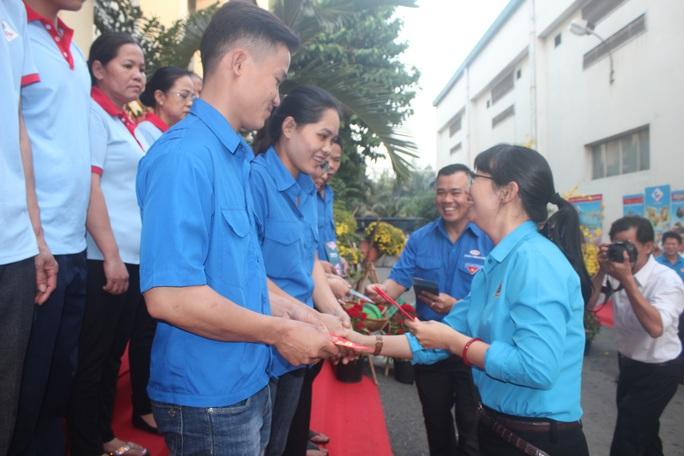 Lãnh đạo LĐLĐ TP HCM thăm chủ doanh nghiệp tiêu biểu - Ảnh 2.
