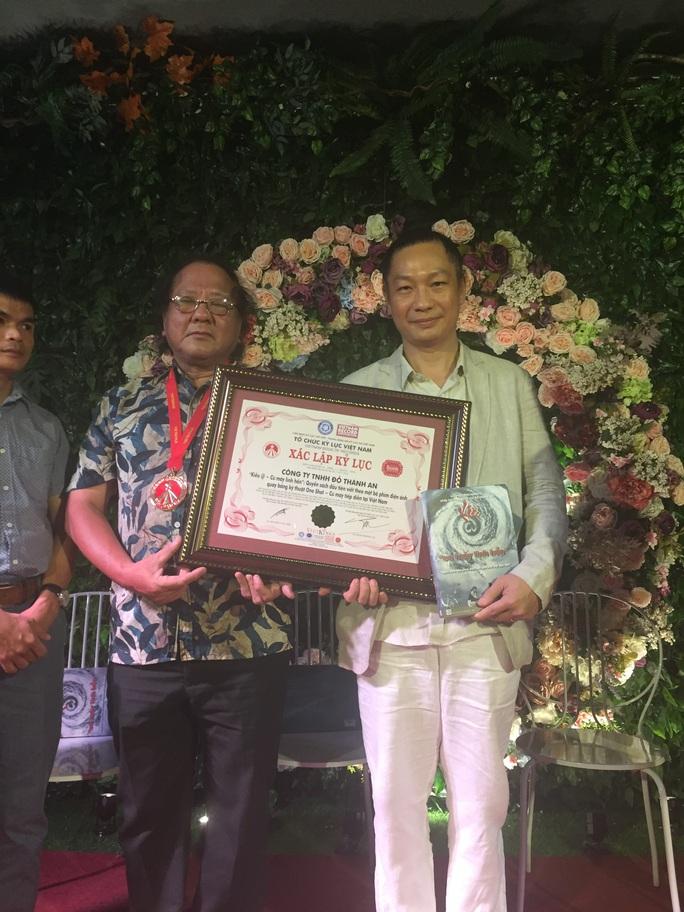 Cuốn sách Kiều @- Cú máy linh hồn nhận kỷ lục Guinness Việt Nam - Ảnh 1.