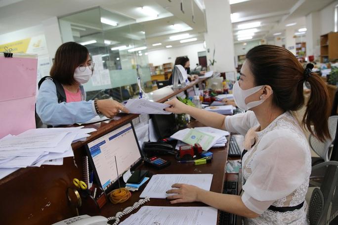 Linh hoạt chi trả lương hưu, trợ cấp cho người tham gia bảo hiểm - Ảnh 1.