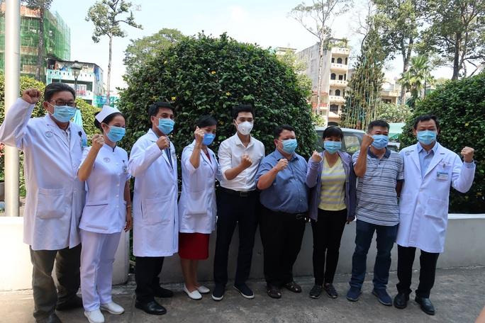 CLIP: Biệt đội chống Covid-19 Bệnh viện Chợ Rẫy lên đường chi viện Gia Lai - Ảnh 3.