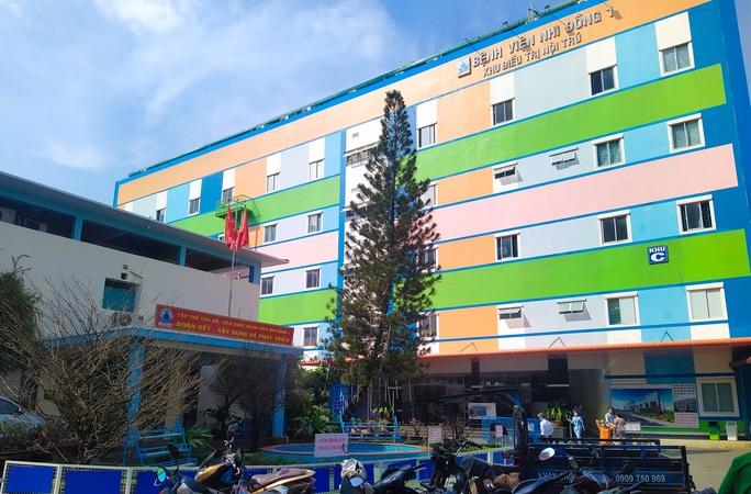 Vụ F1 khai báo sai, 20 nhân viên y tế ở TP HCM phải cách ly khẩn cấp: Tất cả đã âm tính - Ảnh 1.