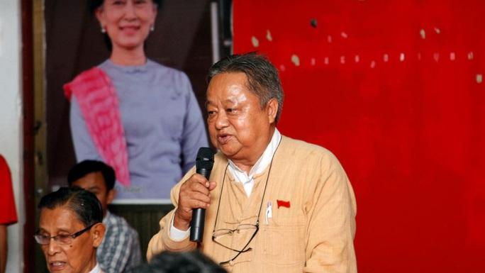 Trợ lý thân cận của bà Suu Kyi bị bắt lúc nửa đêm - Ảnh 1.