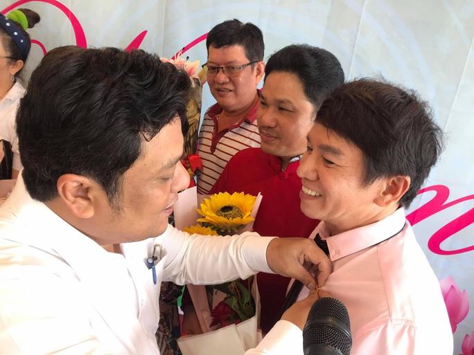 Nghệ sĩ tưởng nhớ soạn giả Trần Hữu Trang trong ngày giỗ - Ảnh 4.