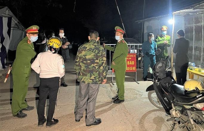Điện Biên phát hiện 6 ca dương tính SARS-CoV-2, 4 người từ Hải Dương và 2 người từ Hà Nội tới - Ảnh 2.