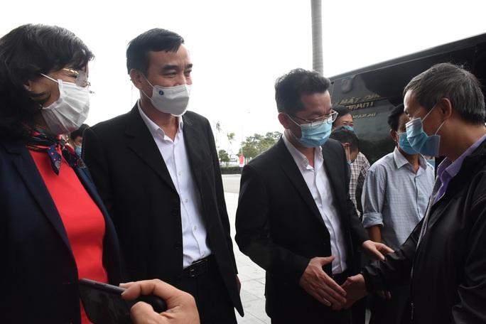 Phó Giám đốc Sở Y tế Đà Nẵng cùng 7 y bác sĩ lên đường đến Gia Lai hỗ trợ truy vết Covid-19 - Ảnh 2.