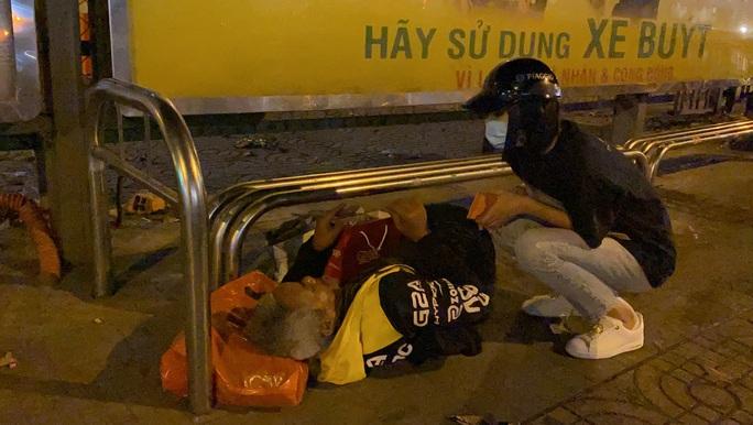 Bắt gặp hoa hậu Trần Tiểu Vy lang thang ngoài phố lúc nửa đêm và cái kết bất ngờ - Ảnh 15.