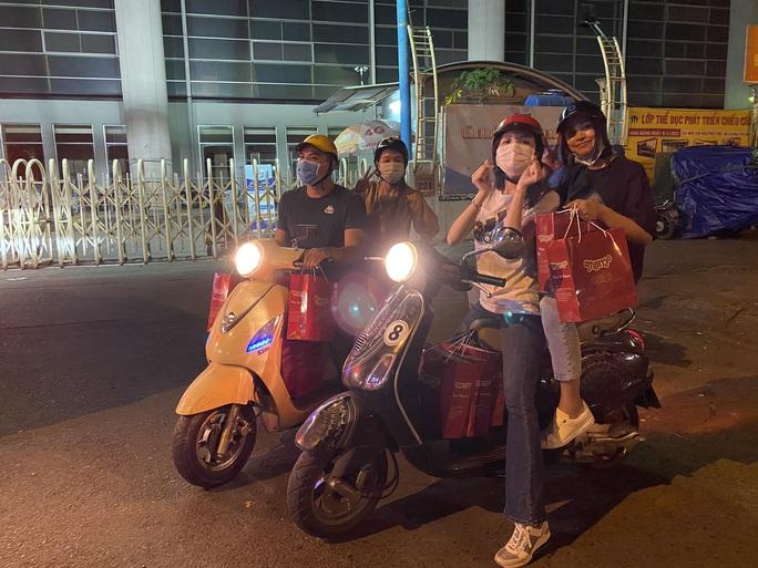 Bắt gặp hoa hậu Trần Tiểu Vy lang thang ngoài phố lúc nửa đêm và cái kết bất ngờ - Ảnh 12.