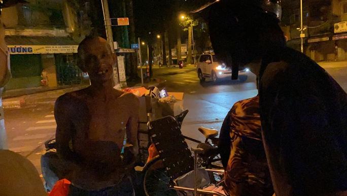 Bắt gặp hoa hậu Trần Tiểu Vy lang thang ngoài phố lúc nửa đêm và cái kết bất ngờ - Ảnh 11.