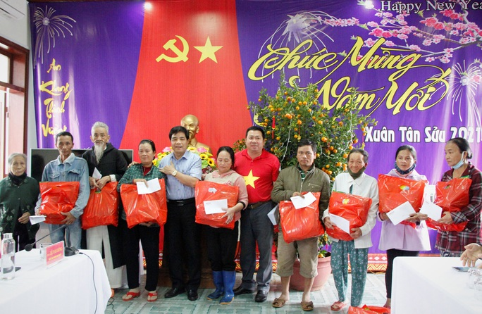 """Chương trình """"Trái tim miền Trung"""" trở lại với  đồng bào miền núi Quảng Nam - Ảnh 6."""