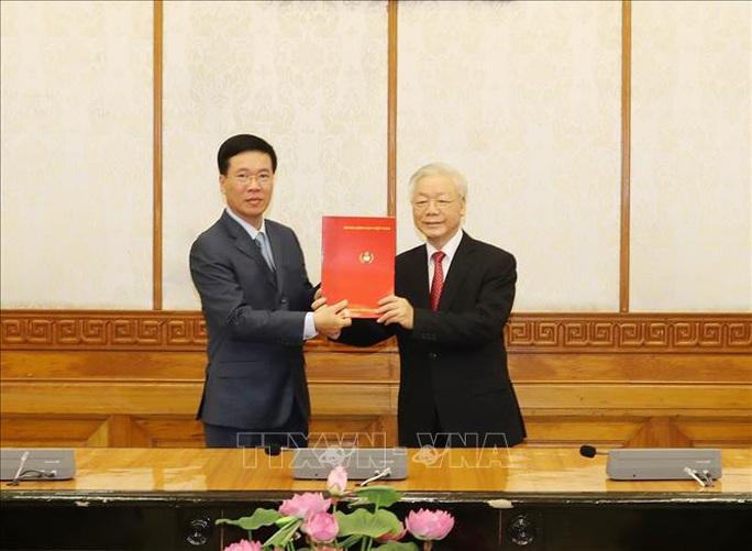 Chùm ảnh: Tổng Bí thư, Chủ tịch nước trao Quyết định phân công Ủy viên Bộ Chính trị - Ảnh 3.