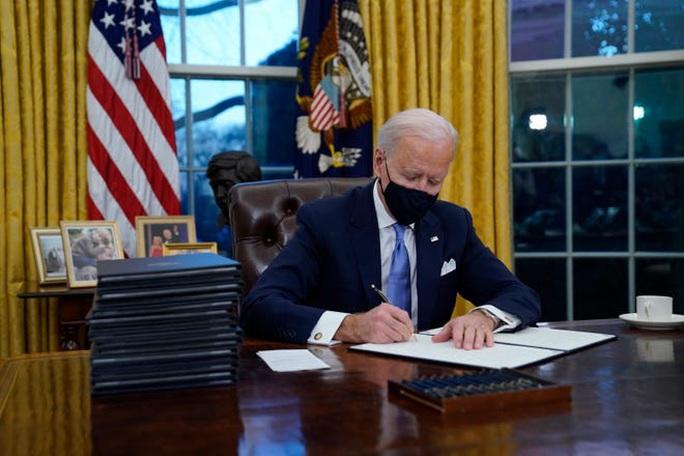 Chính quyền Tổng thống Biden loại bỏ hàng loạt người do ông Trump bổ nhiệm - Ảnh 2.