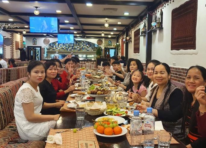 CLIP: Người Việt Nam ở nước ngoài đón Tết như thế nào? - Ảnh 10.