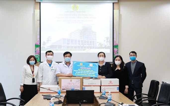 Hỗ trợ 10 triệu đồng cho nhân viên y tế nhiễm Covid-19 - Ảnh 1.