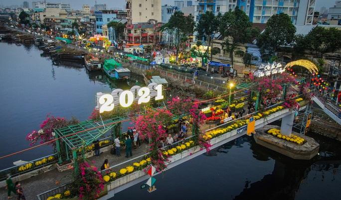"""Rộn ràng chợ hoa Xuân """"Trên bến dưới thuyền"""" ở TP HCM - Ảnh 1."""