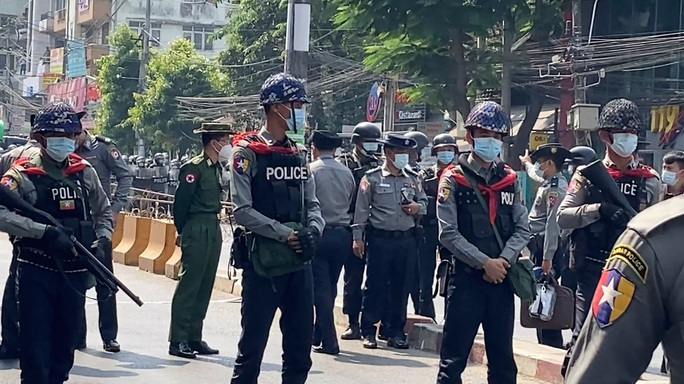 Hàng chục ngàn người biểu tình ở Myanmar - Ảnh 2.