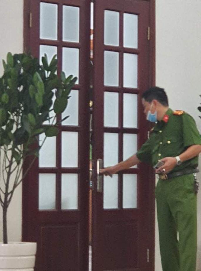 Khởi tố giám đốc, bắt giam phó giám đốc Bệnh viện Mắt TP HCM - Ảnh 1.