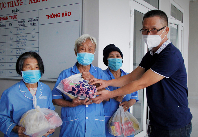 """Tết ấm cho người vô gia cư"""" đến với Trung tâm Bảo trợ xã hội Đà Nẵng - Ảnh 7."""