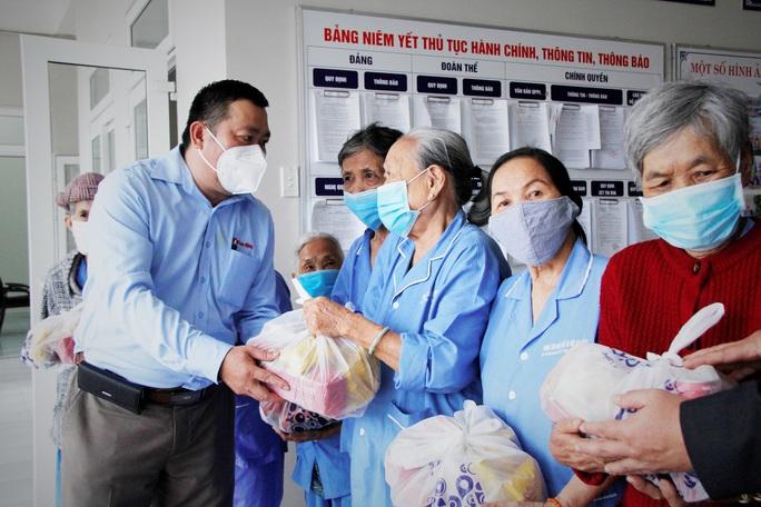 """Tết ấm cho người vô gia cư"""" đến với Trung tâm Bảo trợ xã hội Đà Nẵng - Ảnh 3."""