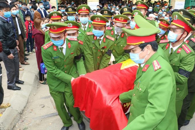Thăng quân hàm cho thiếu tá công an hi sinh khi vây bắt tội phạm ngày giáp Tết - Ảnh 1.