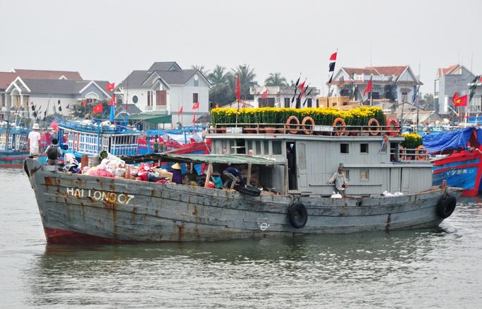 Chở Tết ra đảo tiền tiêu Lý Sơn - Ảnh 6.