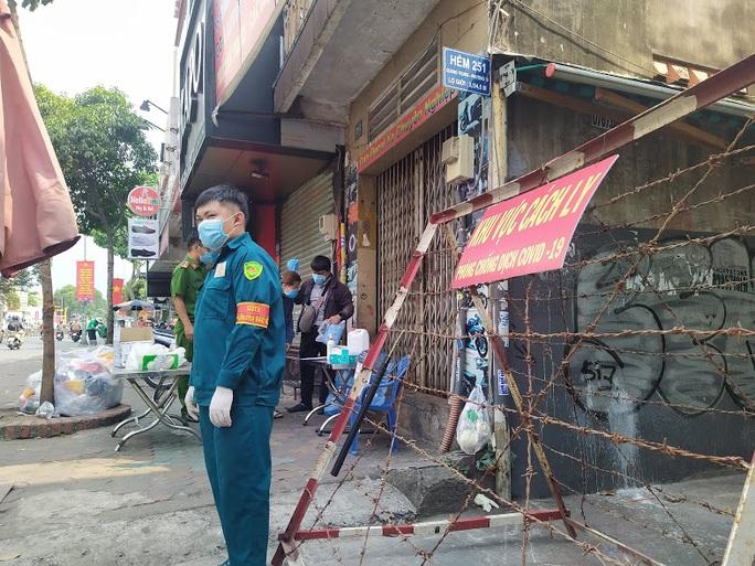 Thông báo khẩn: Truy tìm người từng đến 6 địa điểm ở quận Gò Vấp và quận Tân Bình - Ảnh 1.