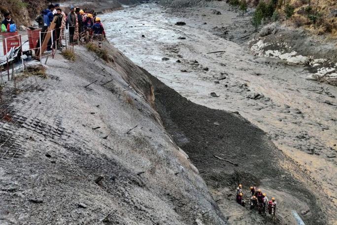 """Sông băng Himalaya vỡ """"như núi lửa phun trào"""" - Ảnh 3."""