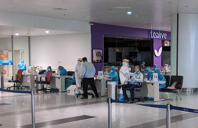 Kết quả xét nghiệm Covid-19 của hơn 12.000 cán bộ, nhân viên sân bay Nội Bài - Ảnh 1.
