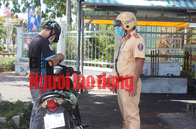 CLIP: Bạc Liêu ra quân xử phạt người không đeo khẩu trang nơi công cộng - Ảnh 4.