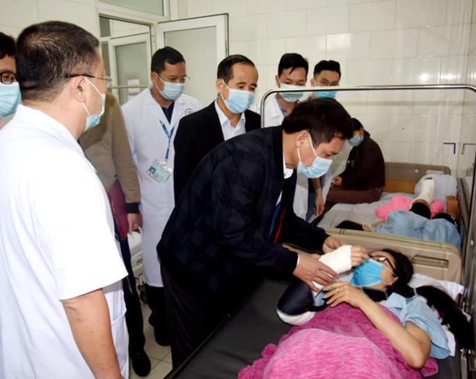 Nữ nhân viên y tế bị tai nạn trên đường đi lấy mẫu xét nghiệm Covid-19 - Ảnh 1.