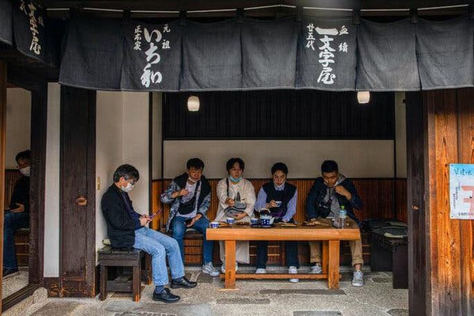 Bí quyết truyền gậy tiếp sức của cửa hàng Ichiwa 1.020 tuổi - Ảnh 1.