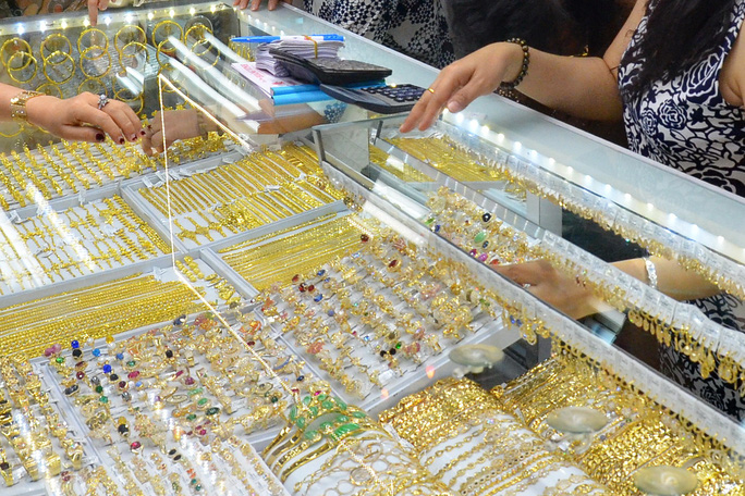 1 năm sóng gió của giá vàng SJC khi vượt đỉnh 62 triệu đồng/lượng - Ảnh 2.