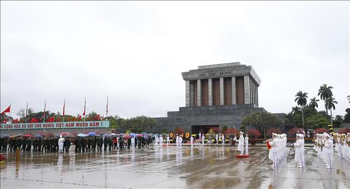 Lãnh đạo Đảng, Nhà nước vào Lăng viếng Chủ tịch Hồ Chí Minh nhân dịp Tết Tân Sửu - Ảnh 4.