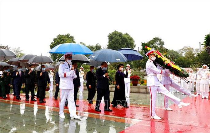 Lãnh đạo Đảng, Nhà nước vào Lăng viếng Chủ tịch Hồ Chí Minh nhân dịp Tết Tân Sửu - Ảnh 6.