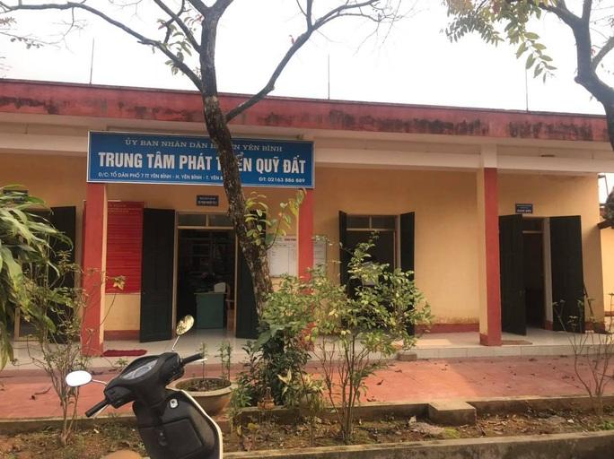 Bắt Giám đốc Trung tâm phát triển quỹ đất cùng nhiều thuộc cấp ở Yên Bái - Ảnh 1.