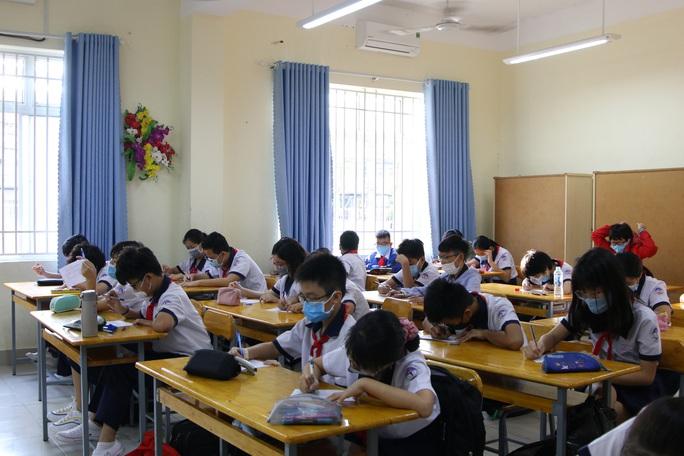 Học sinh trở lại trường trong điều kiện bình thường mới - Ảnh 1.