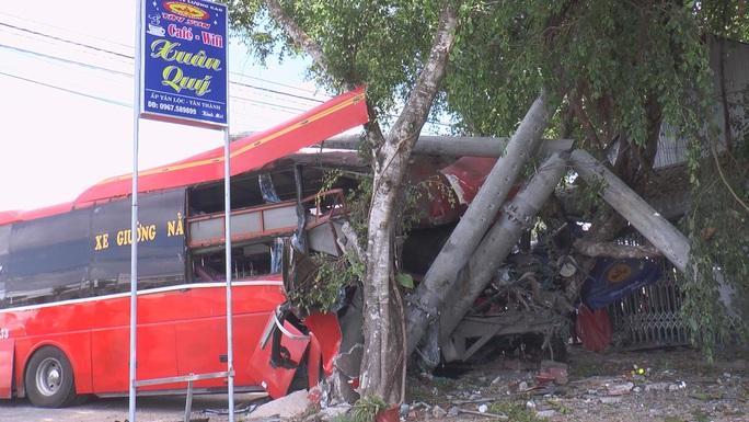 CLIP: Xe khách va chạm với nhóm người đạp xe thể dục, 3 người chết, 2 bị thương - Ảnh 4.