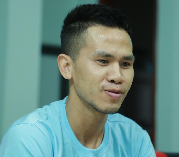Người hùng Nguyễn Ngọc Mạnh giải thích thông tin anh không chạm được vào bé gái rơi từ tầng 12A - Ảnh 1.