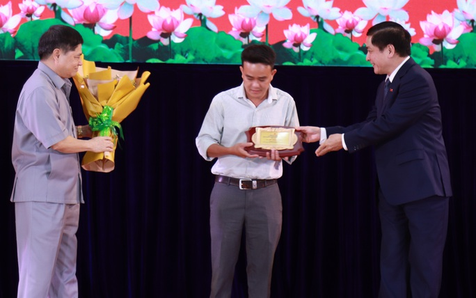 Trao thưởng cho người dân hiến kế xây dựng tỉnh Đắk Lắk - Ảnh 1.