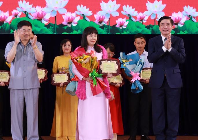 Trao thưởng cho người dân hiến kế xây dựng tỉnh Đắk Lắk - Ảnh 2.