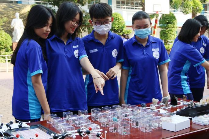 Học sinh chế tạo nhiều sản phẩm thực tiễn - Ảnh 1.