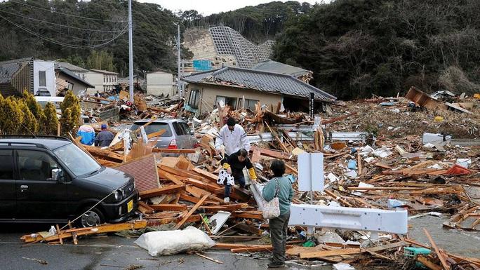 Nhìn lại thảm họa động đất - sóng thần làm nghiêng trục Trái Đất 10 năm trước - Ảnh 2.