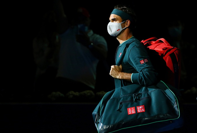 Federer thắng vất vả sau 405 ngày treo vợt - Ảnh 2.